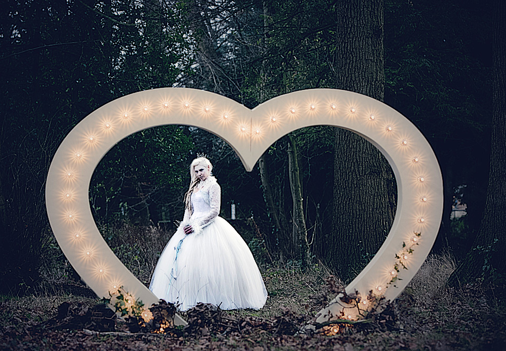 large-6ft-heart-hire-piece-for-weddings