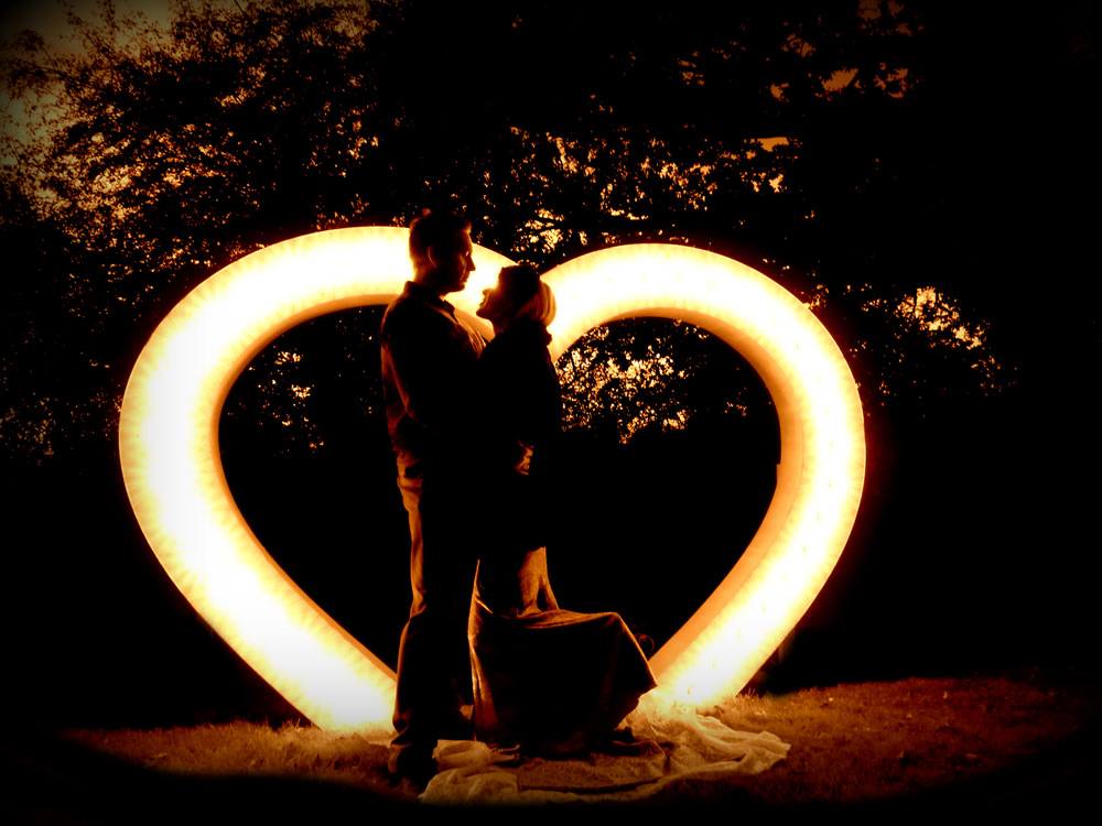 large-light-up-heart-for-hire